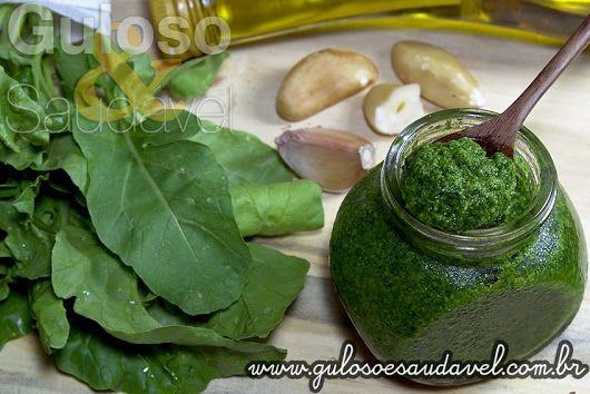 Quem ama molho pesto? Este Molho Pesto de Rúcula é delicioso em massas, carnes, peixes, marisco, saladas, sanduíches… É incrível! #Receita aqui: http://www.gulosoesaudavel.com.br/2013/11/06/molho-pesto-rucula/