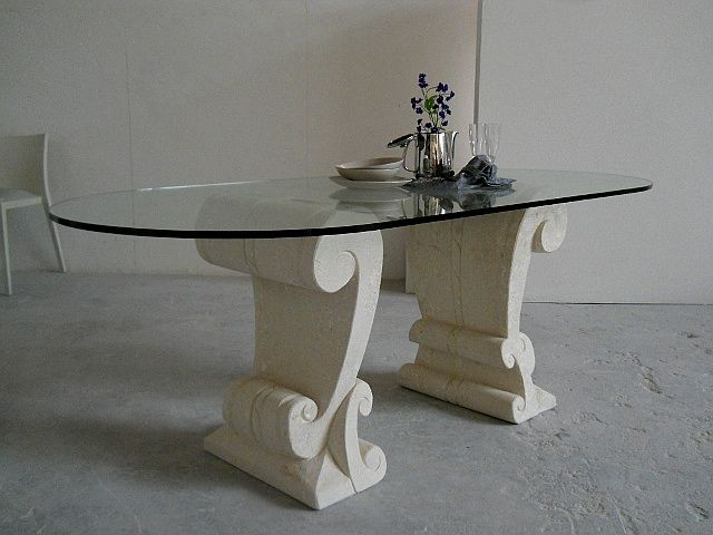 Tavolo Eliseo, tavolo in cristallo con basamento in pietra scolpita, lavorazione artistica 100% made in Italy