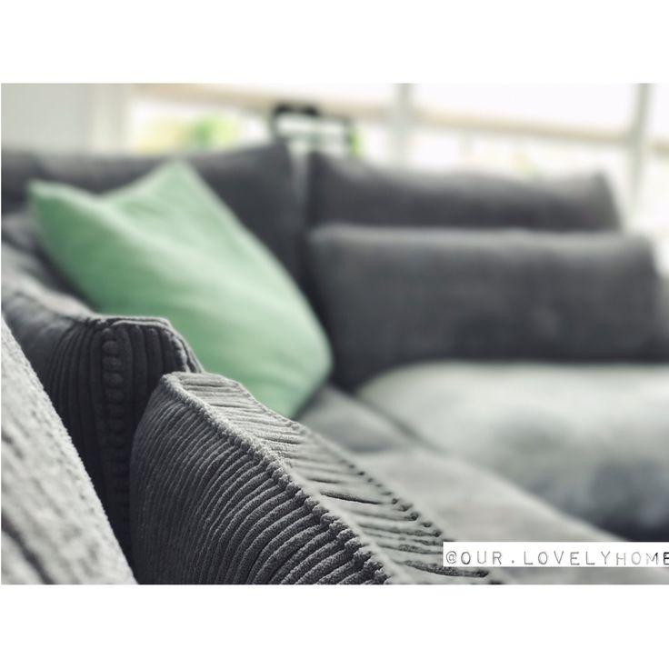 Iive more, worry less ✖️•✖️•✖️•✖️•✖️•✖️•✖️•✖️•✖️•✖️•✖️•✖️•✖️• • • #our #house #home #stoerwonen #zwartwitwonen #binnenkijken #sofa #seats #ribstof #grey #fluffy #living #livingroom #comfortable #comfortzone #comfortabel #comfortableplace #comfortableliving #relax #relaxing #relaxingtime