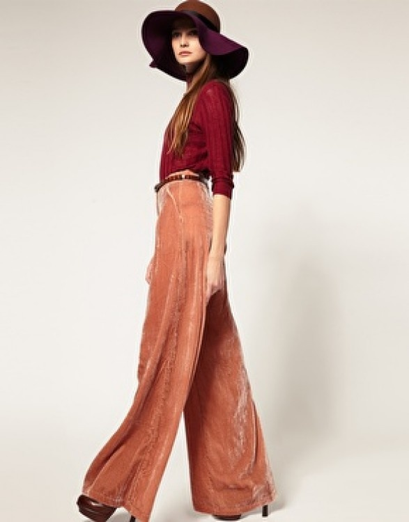 Velvet wide-leg trousers. Love the 70s, boho chic vibe of this look.
