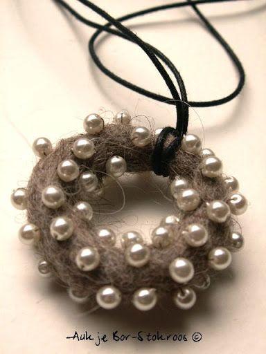 Felt Necklace with beads by Aukje Bor-Stokroos #wetfelting #fiberjewellery…