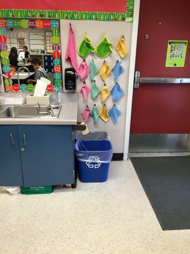 ‪#‎Norwex‬ in schools! Another consultant shared this photo of a cleaning set up in a classroom using Norwex. My daughter's classroom has used Norwex for the past three years. Please contact me for info on how to incorporate Norwex in your classrooms and reduce the toxic chemicals! www.ninareeder.norwex.biz