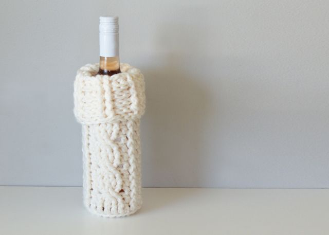 2015025 Crochet Cable Wine Bottle Cozy — Midknits