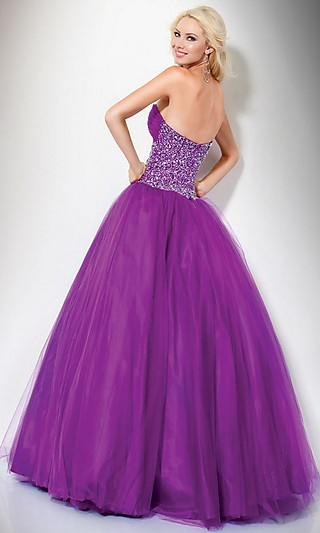 i'd want a big dress like this but i would be worried i'd sweat!