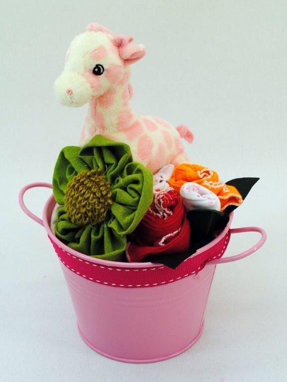 Newborn_Baby_Girl_Giraffe_Bucket.JPG (576×768)