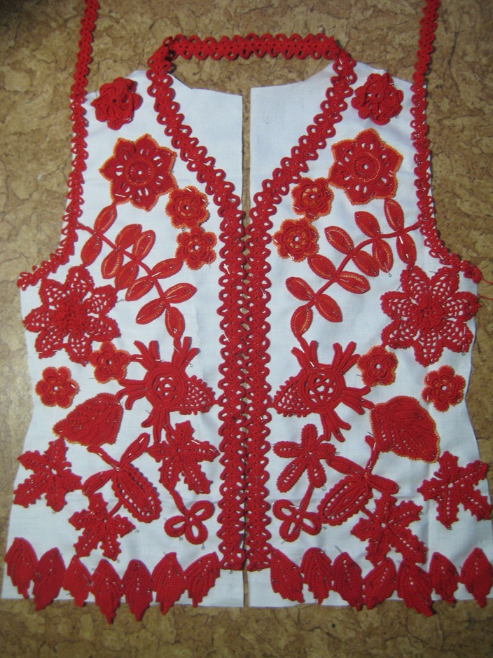 Piecing together a crochet top: http://kryukist.ru/uroki-vyazaniya/jaket-flame-irissh-lace.html