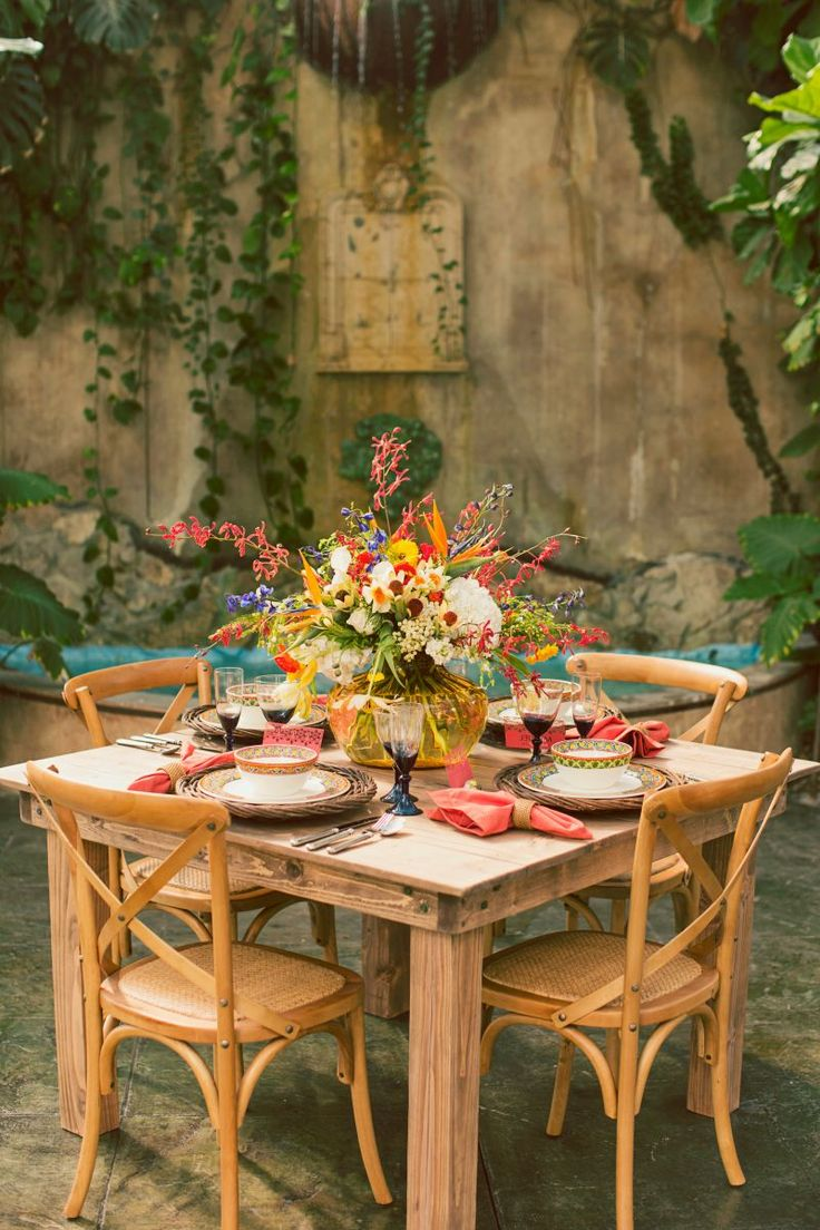 Mediterranean Inspired Shoot with Bright   Bold Color