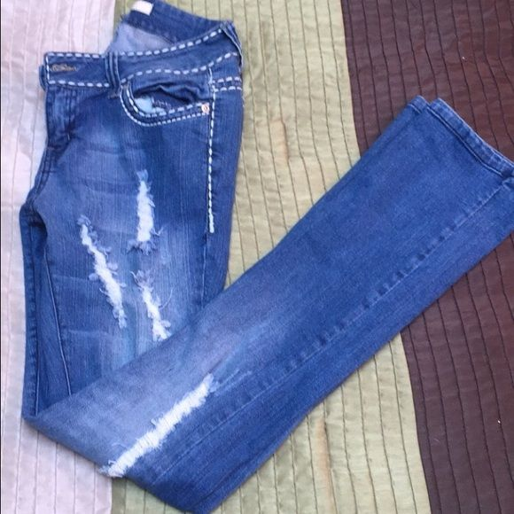 Forever 21 shredded jeans Used a handful of times. Size 26. Forever 21 Jeans Straight Leg