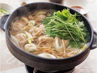 Fluttering burdock and chicken dumpling easy hot pot. ヒラヒラごぼうと鶏だんごのあっさりなべ