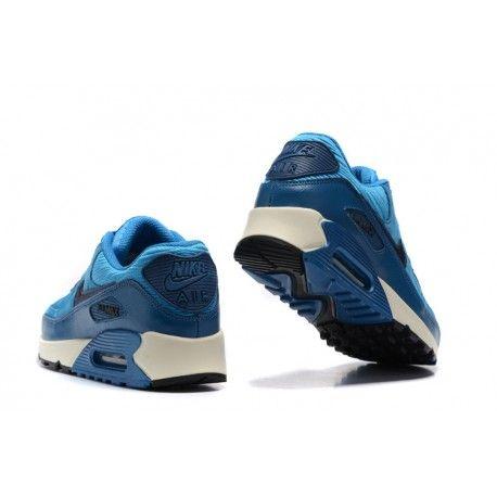 Nike Air Max90 Bleu ciel Bleu à bon prix, avec une empeigne en mousse à densité multiple pour un look structuré. #chaussure #vente #achat #echange #produits #neuf #occasion #hightech #mode #pascher  #sevice #marketing #ecommerce