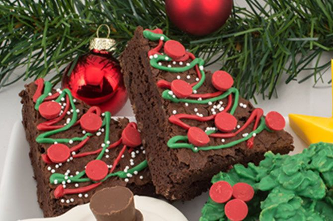 Christmas Tree Brownies christmas christmas recipes christmas crafts christmas food christmas party favors christmas deserts christmas food art