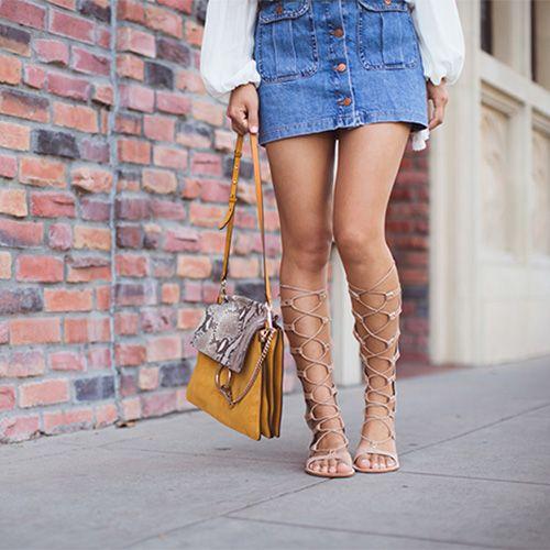I gladiator sono i sandali più sexy che possiamo indossare quest'estate. Perfetti con una gonna corta per creare equilibrio, ci piacciono perché nonostante la loro carica sensuale, possiamo indossarli praticamente sempre!   #sandali #gladiators #outfit