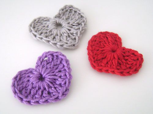 Mini Corações feitos em crochê para usos artesanais