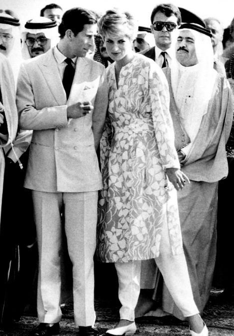 1986-11-18 Diana and Charles visit a desert camp in Thumamah, Riyadh, Saudi Arabia, where they watch the Royal Princes perform a Sword Dance