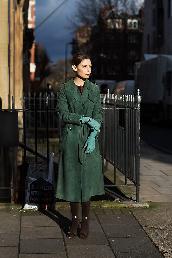 I love this outfit, so much green (my favorite color) and I definitely want this coat!: