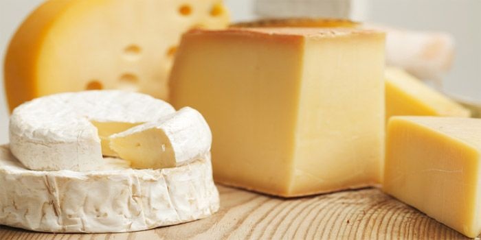 """Slow Food lancia una petizione per fermare """"l'uso del latte in polvere' nella produzione dei formaggi. La raccolta di firme a sostegno della legge italiana del 1974 che vieta l'uso..."""