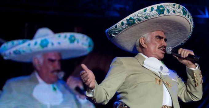 Vicente Fernández, ovacionado en Bogotá en su concierto de despedida