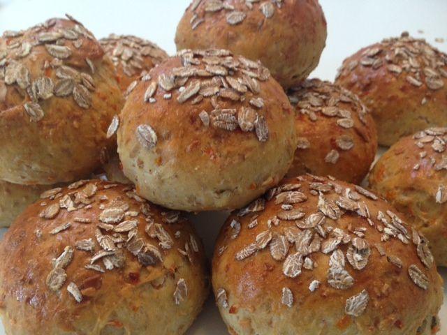 Grove gulerodsboller med solsikkekerner - Opskrift-kage.dk