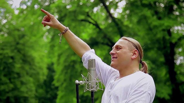 GOLEC UORKIESTRA - Młody maj  ( Official Video 2013)