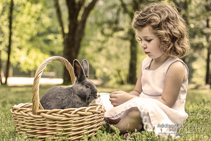 live easter bunny, child photography www.addisonhillphoto.com