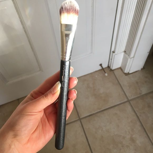 Mac foundation brush 190 Perfect for liquid foundation. Used, but clean and in good condition. Majorly discounted! ☺️ MAC Cosmetics Makeup Brushes & Tools