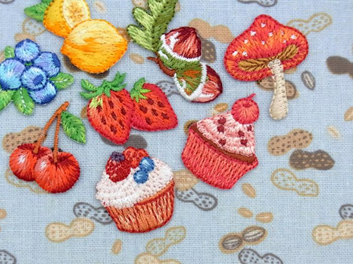 【ヨーロッパ製アップリケ】Fruits&Sweets(ブルーベリー、レモン、イチゴ、カップケーキ(ベリー)、カップケーキ(チェリー)、ドングリ、キノコ、チェリー)アップリケ/ワッペン1個単位での販売です。