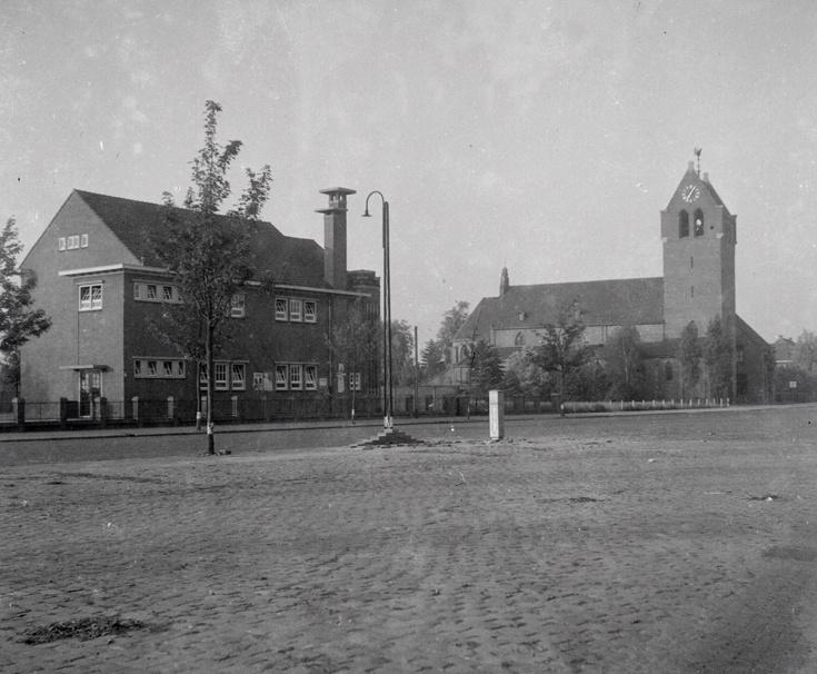 Kleuterschool en O.L. Vrouw van Lourdeskerk - Vlokhoven