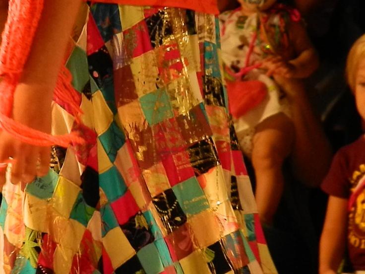 Una pollera que se destaca. Desfile Juana de Arco.