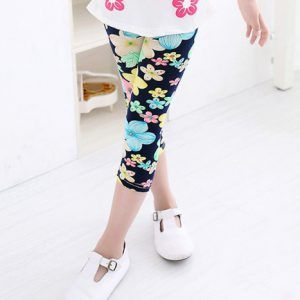 Sommer leggings. Korte leggings med blomster motiv - Så kan din pige blive helt klar til sommeren.  Kan fås til piger fra 2 til 9 år.  Se dem her: http://babykidz.dk/produkt/korte-leggings-m-blomster/