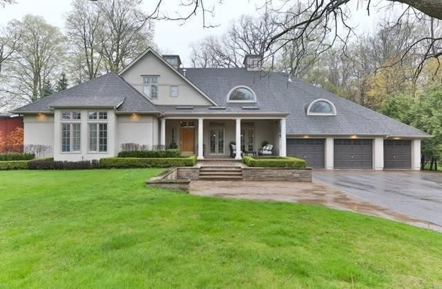 Stunning Bungaloft On A Gorgeous Manicured 3/4 Acre Lot Surrounded By Million Dollar Homes