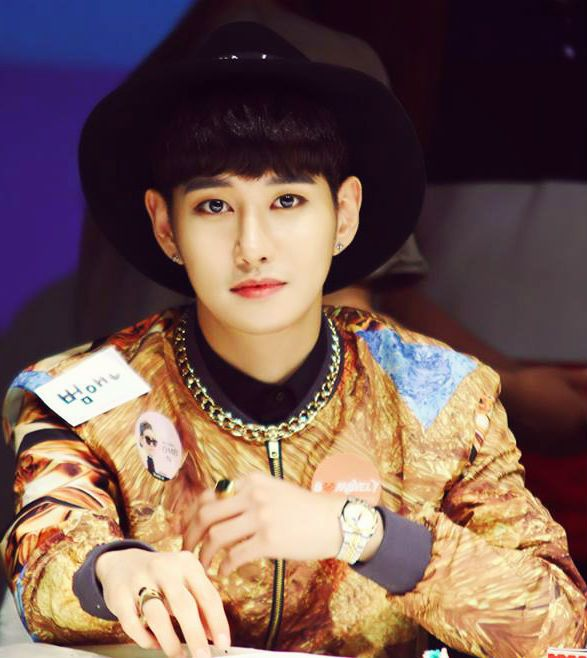 b bomb block b dating B-bomb has more of a snub nose jaehyo has a bit of an overbite and a pronounced cupid's bow on his upper lip (the joke is that a lady can fit her pinky finger in there) b-bomb has a prominent lower lip b-bomb has higher, flatter cheekbones jaehyo's are lower and more prominent b-bomb's face is wider and more heart-shaped jaehyo's is narrower and more of an oval.