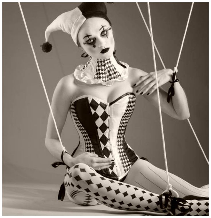 Women of circus costume and nude — photo 4