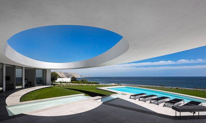 Portugalská vila je celá složena z obrovských elips