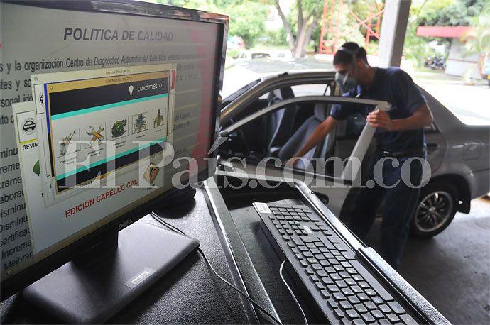 Ningún taller automotriz en #CaliCo está haciendo revisiones técnico-mecánicas, pese a decisión del Consejo de Estado: http://www.elpais.com.co/elpais/cali/noticias/ningun-taller-automotriz-cali-esta-haciendo-revisiones-tecnico-mecanicas
