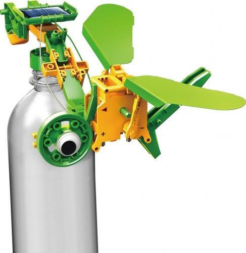 Solar Recycler to innowacyjna edukacyjna zabawka, w której łączymy zasilanie zieloną energią z wykorzystaniem tworzyw pochodzących z odzysku. W ten sposób dzieci i dorośli mogą bawić się pomysłowymi robotami zbudowanymi z dostępnych w każdym domu butelek i puszek! /  This set offers the components to make 6 different models combined with the use of waste materials. PLN89.99 / $25