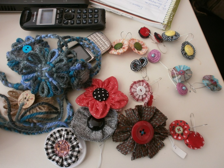 Earrings, rings, brooches, necklaces, in several colours, for several moods. All made by me!