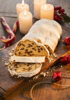 Pan-aleman-de-Navidad INGREDIENTES (8 personas) Primera masa: ◗ 40 g de harina de fuerza ◗ 40 g de leche ◗ 40 g de masa madre. Masa: ◗ 300 g de harina de fuerza ◗ 150 g de mantequilla ◗ 55 g de azúcar ◗ 80 g de leche ◗ 100 g de pasas ◗ 100 g de fruta confitada ◗ 50 g de ron ◗ 1 vaina de vainilla ◗ 3 cucharaditas de especias molidas (anís, canela, cardamomo, clavo, nuez moscada, vainilla...). Cobertura:◗ Azúcar glass