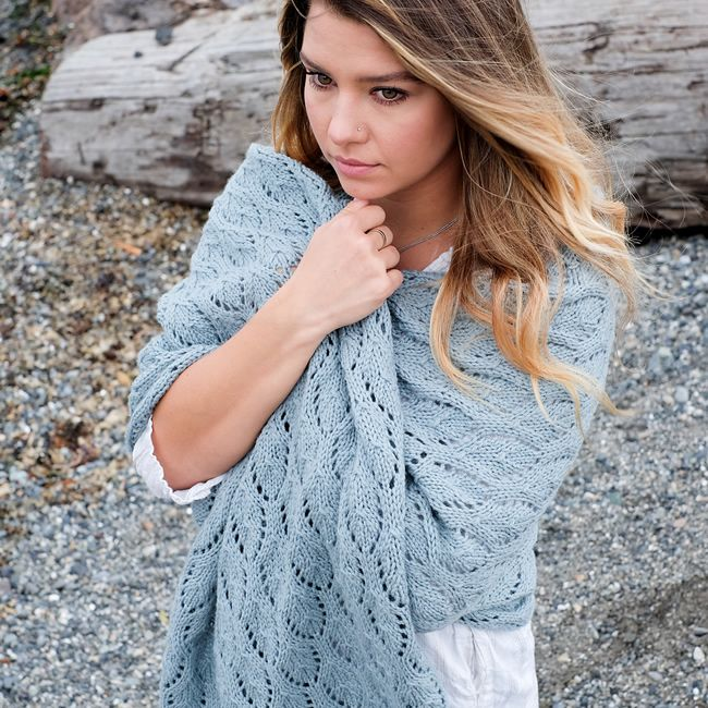Designer Veronika Jobe released a lovely new free pattern on Ravelry this week! Shells & Tide combines broken rib and a traveling lace shell motif in a large and squishy rectangular wrap knit w…