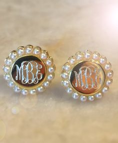 We are obsessing over our new Monogrammed Pearl Earrings! They come in both gold and silver and are outlined in sweet little pearls! These are the perfect earrings to transition your closet from summer to fall style! Pair with a blanket scarf for a polished and preppy look. Only at Marleylilly.com!