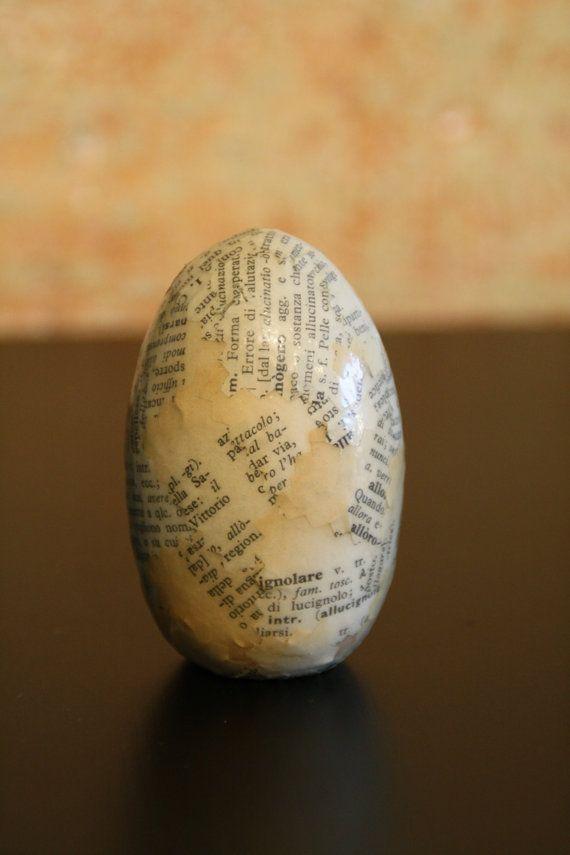 Uovo di legno decorato a mano con carta da di CasaRetroChicItalia