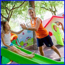 """""""BAMBINI FELICI""""  Abbiamo scelto #HotelFabrizio in seguito alle recensioni precedenti al nostro soggiorno e dobbiamo dire che abbiamo raggiunto il nostro obiettivo,far divertire nostro figlio e riposare un pò noi,genitori.Cominciando dalla cucina che ha fatto miracoli sin dal primo giorno, poi la piscina con l'acquascivolo,il parco giochi,la babydance,i giri in bicicletta.La pulizia è veramente fuori dal normale e tutto brilla! Da Tripadvisor: IoanaeMichele 23 agosto 13"""