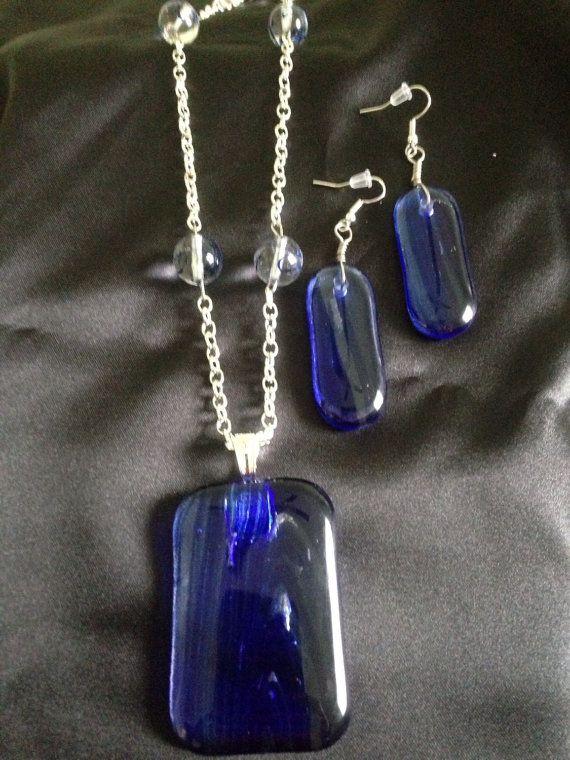 Ehi, ho trovato questa fantastica inserzione di Etsy su https://www.etsy.com/it/listing/274552934/cobalt-blue-swirl-glass-necklace-earring