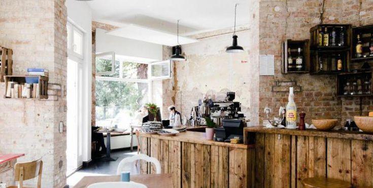 Frühstück mit frisch gebackenes Brot und Brötchen - im Neuköllner Schiller Café ist dies die ideale Grundlage Basis für den morgendlichen Gaumenschmaus. Denn die eigene Backstube befindet sich direkt nebenan.