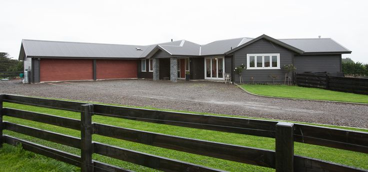 Big country home, with more than enough space in the garage and the home!