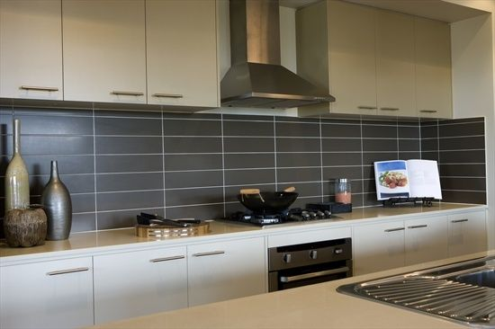 Kitchen designs grey splashback google search white for Splashback tiles kitchen ideas