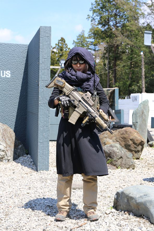 With Japanese girls with airsoft guns shooting apologise