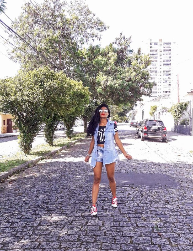 Colete Jeans e Short 2019 - Estilo Próprio by Sir Colete Jeans e Short | look Estilo Proprio By Sir @sicaramos | Fashion, Girl fashion, All star