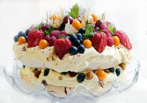 Pavlova med appelsinkrem, karameliserte hasselnøtter og ferske bær Årets 17- mai kake er en fornøyelig smaksopplevelse. Jeg er sikker på …