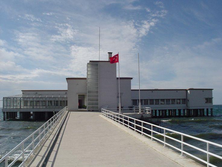 Seyfi Arkan tarafından tasarlanan (1935)  Florya Atatürk Deniz Köşkü