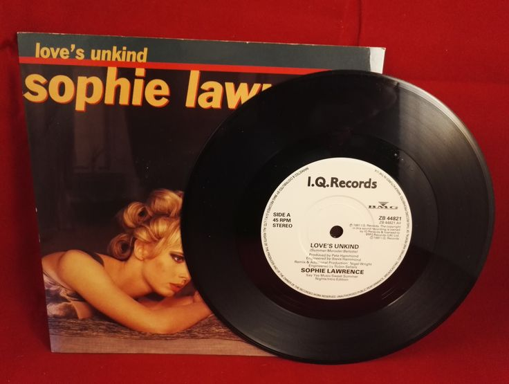Love's unkind, even if you do look like Sophie Lawrence! #vinyl #signed #loveisunkind #sophielawrence www.atlasrecords.co.uk/SEV163233